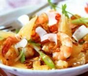 Σαλάτα με λάχανο, φινόκιο και γαρίδες