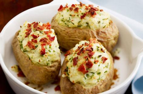 Πατάτες γεμιστές στο αλουμινόχαρτο