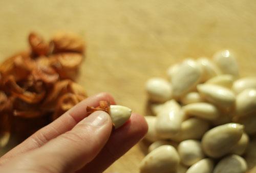 Πώς να ξεφλουδίζετε τα αμύγδαλα