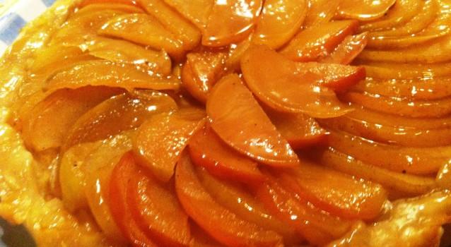 Αφράτη μηλόπιτα γυριστή στο τηγάνι