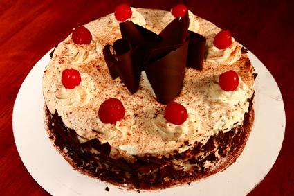 Τούρτα σοκολάτας με πραλίνα αμυγδάλου