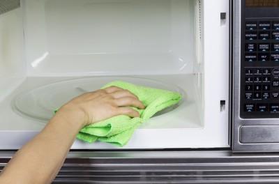 Πως να εξαφανίσετε τις μυρωδιές από το φούρνο μικροκυμάτων