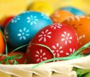 Πως να βάψετε τα αυγά σας χωρίς να σπάσουν