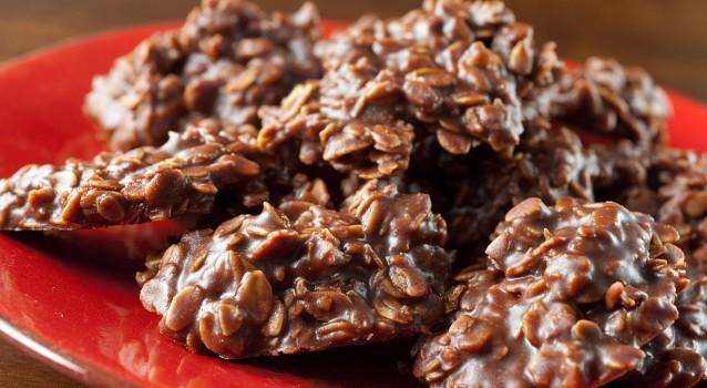 Πεντανόστιμα cookies με κακάο και Quaker χωρίς ψήσιμο σε 3 κινήσεις