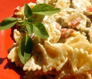 Κρύα σαλάτα με φιογκάκια και κοτόπουλο