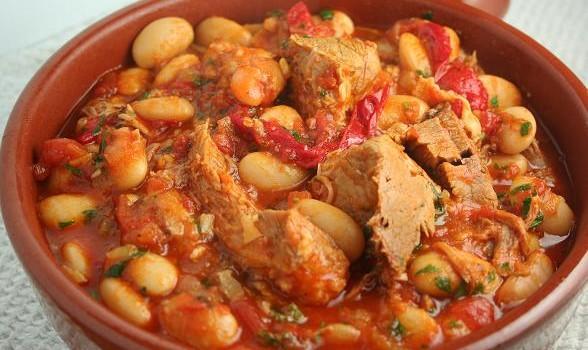 Χοιρινό με φασόλια στο φούρνο