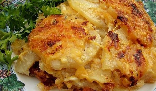 Πατάτες Ογκρατέν με κρεμμύδια και ζαμπόν