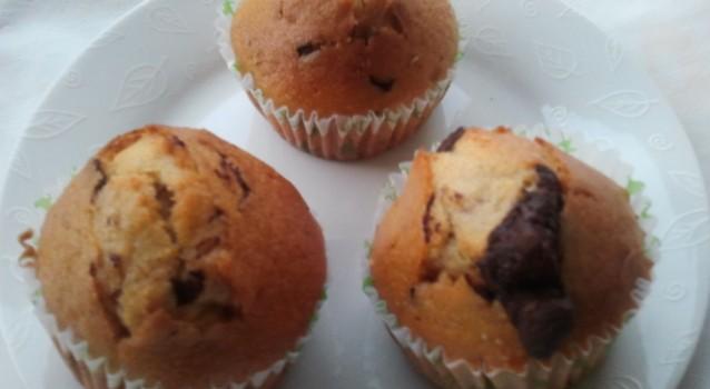 Σπιτικά ατομικά cupcakes με βανίλια και κακάο