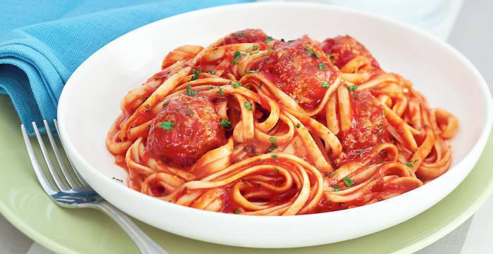 05-2012_yummy-ph_recipe_image_pork-meatball-spaghetti-in-sriracha-tomato-sauce_fboxnew