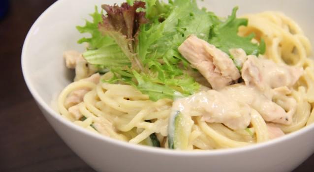 Μακαρόνια με λευκή σάλτσα και τόνο