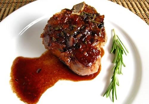 Φιλέτο κοτόπουλου σε σάλτσα μαυροδάφνης με θυμάρι & μέλι