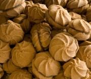 Σοκολατένια μπισκοτάκια με γέμιση πραλίνα φουντουκιού [μερέντα]