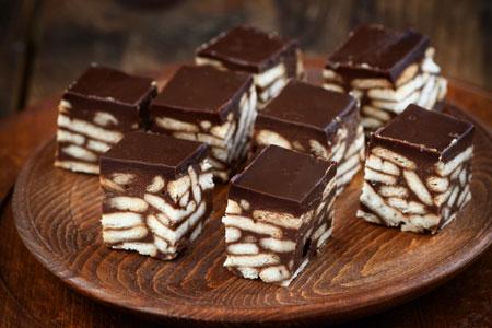 Πανεύκολα σοκολατένια κυβάκια με μπισκότα με 3 μόνο υλικά