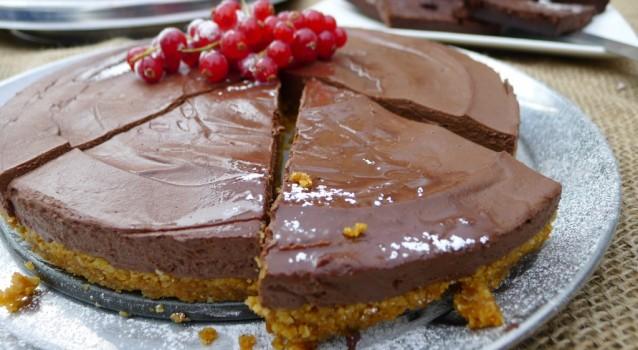 Πανεύκολο σοκολατένιο γλυκό ψυγείου με 4 μόνο υλικά