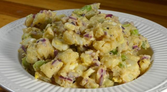 Υπέροχη πατατοσαλάτα με σάλτσα μαγιονέζας