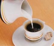 Εσείς βάζετε γάλα στον καφέ σας; Ξανασκεφτείτε το…
