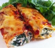 Κανελόνια με σπανάκι, τυρί και σάλτσα ντομάτας
