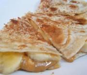 Πανεύκολες τραγανές tortillas με σοκολάτα και μπανάνα