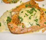 Σολωμός με σάλτσα τυριού και μουστάρδας