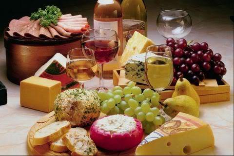 Με τι τυριά ταιριάζουν τα κρασιά ανάλογα με τη ποικιλία τους
