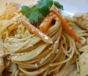 Noodles με κοτόπουλο και λαχανικά