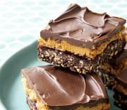 Κορμός σοκολάτας με κρέμα καραμέλας και σοκολατένιαο γλάσο