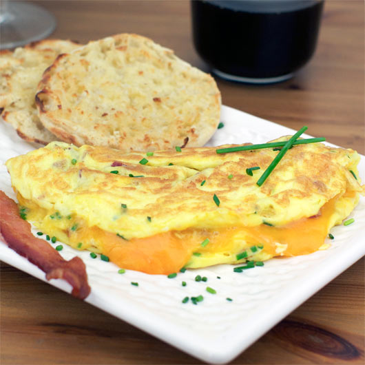 826_bacon_cheddar_chive_omelette (1)