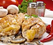 Κοτόπουλο φιλέτο γεµιστό µε µανιτάρια, τσένταρ και προσούτο