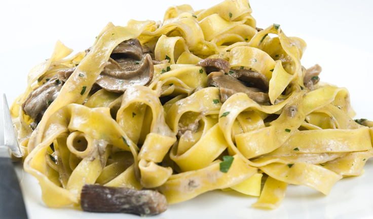 best-italian-recipes-with-white-and-black-pasta-funghi-tartufo