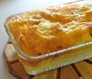 Σουφλέ με ψωμί του τοστ τυριά και μπέικον