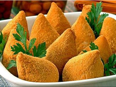 Βραζιλιάνικες κοτοκροκέτες Coxinhas με dip γιαουρτιού
