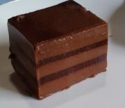 Γλύκισμα με στρώσεις ζελέ σοκολάτας