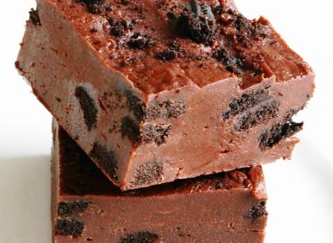 Σοκολατένιο γλυκό ψυγείου με όρεο σε 15 λ