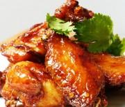 Φτερούγες κοτόπουλου ψητές με σάλτσα μπάρμπεκιου