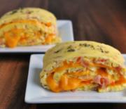 Ρολά ομελέτας με τυρί τσένταρ