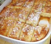 Υπέροχο πρωινό με ψωμί του τόστ στο φούρνο