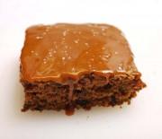 Μπισκοτένιο κέϊκ σοκολάτας και καραμελένιο γλάσο, χωρίς αλεύρι