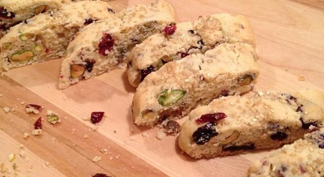 Τραγανά μπισκότα με φυστίκια Αιγίνης και αποξηραμένα φρούτα