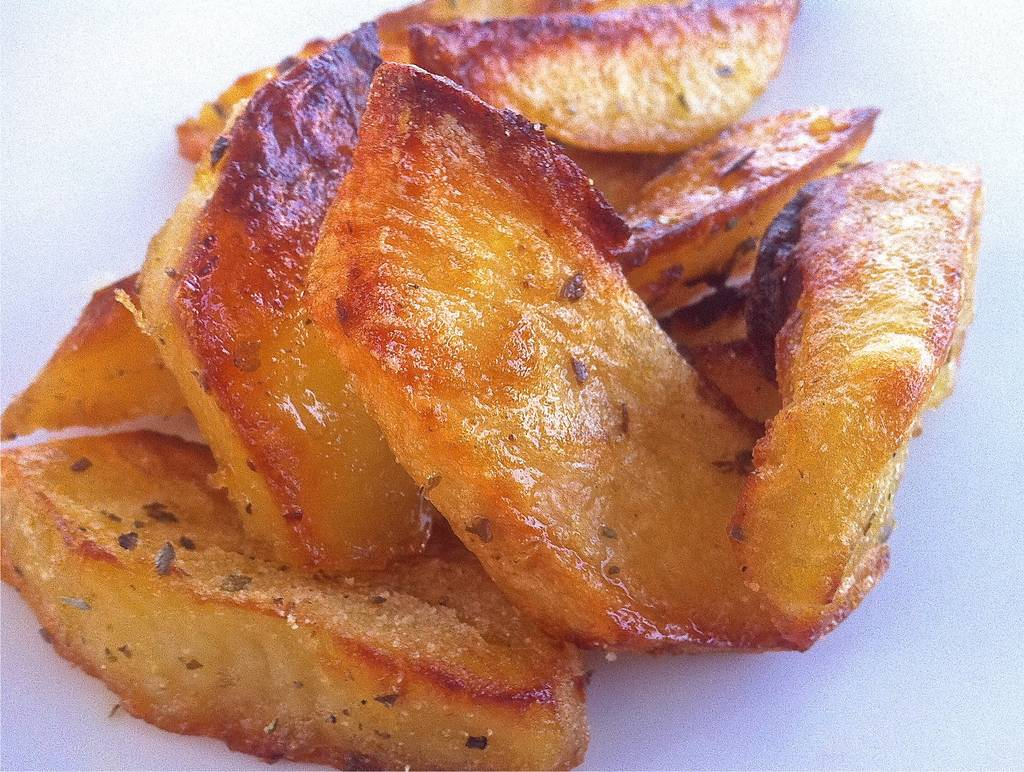 Crispiest-Greek-Lemon-Potatoes-Patates-Lemonates-1024x772