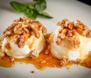Παγωτό με μέλι και καρύδια