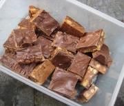 Σοκολατένιο γλύκισμα με σοκολάτα Mars με 5 υλικά