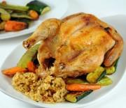 Κοτόπουλο στη γάστρα γεμιστό με ριζότο και λαχανικά
