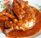 Κοτόπουλο κρασάτο με μανιτάρια και καρότα