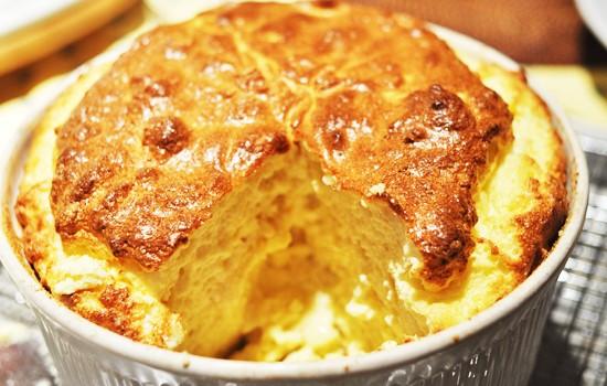 Σουφλέ τυριού με μπεσαμέλ