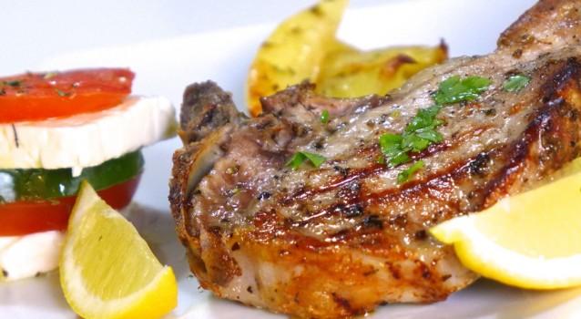 Μπριζόλες χοιρινές μαριναρισμένες με πατάτες στο φούρνο