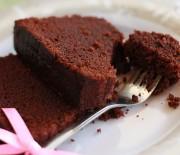 Εύκολο σοκολατένιο κέϊκ με λάδι με 5 μόνο υλικά