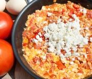 """Αυγά με ντομάτες και φέτα """"Καγιανάς"""" ή """"Στραπατσάδα"""""""