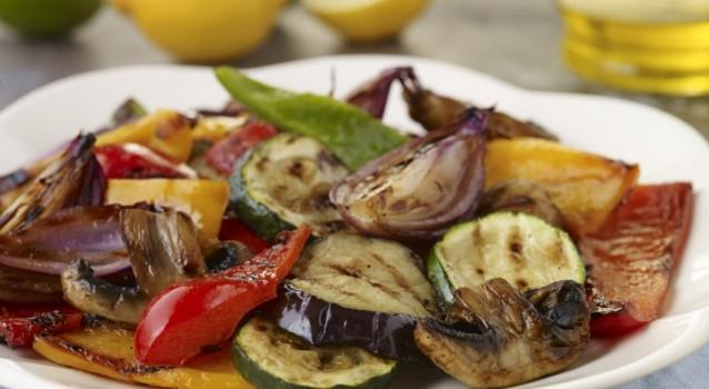 Ψητά λαχανικά με σάλτσα από λεμόνι και σκόρδο