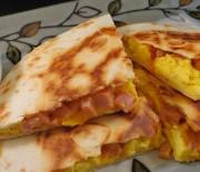 Κεσαντίγιας με αβγά, ζαμπόν, τυρί
