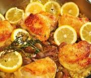 Κοτόπουλο λεμονάτο με ελιές και σκόρδο